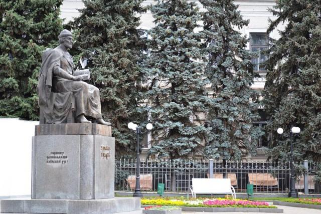 пам'ятник Ярославу Мудрому у Харкові