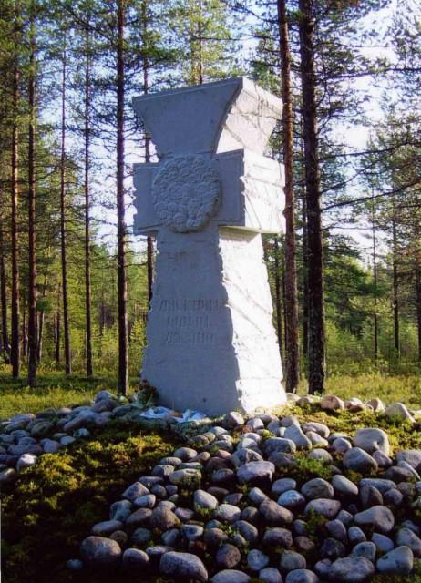 Козацький хрест «Убієнним синам України» в урочищі Сандармох