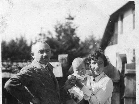 Микола Сеньковський з дружиною та сином